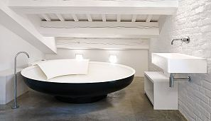 Agape Bathtubs Ufo Oblique.jpg