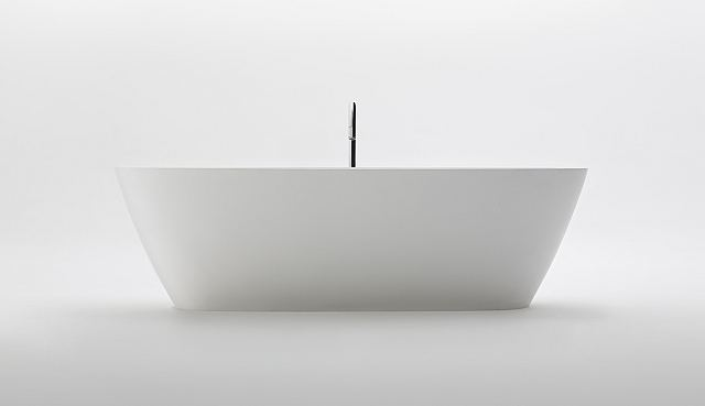 Agape Bathtubs Normal Front.jpg